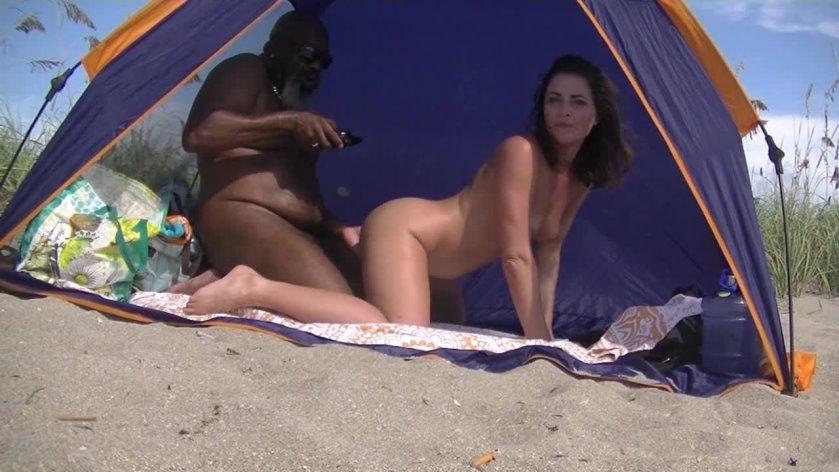 Nackt Mrs. Bella  Nikki Bella